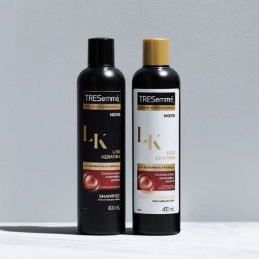 Garrafas dos produtos da linha TRESemmé Liso Keratina