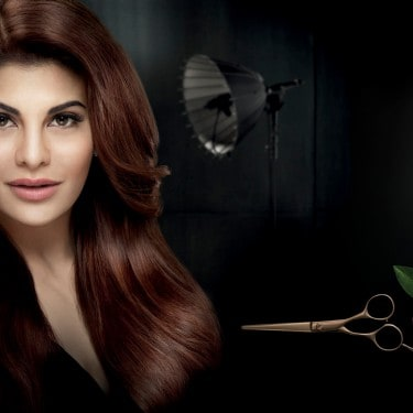 The model Jacqueline Fernandez looking at the camera with her great, natural hair.