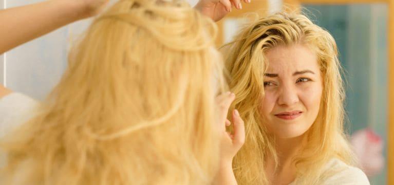 Rambut Berminyak Tak Bisa Ke Salon? Ini Tips Atasi Rambut Berminyak!