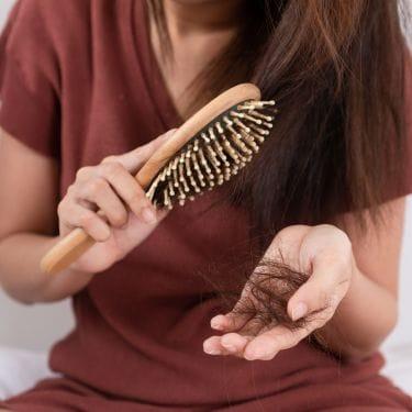 Cara mengatasi rambut rontok dengan bahan alami
