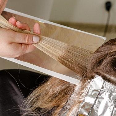 Kenali Perbedaan Highlight dan Lowlight Warna Rambut