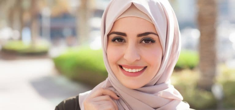 Kamu Pengguna Hijab dan Risau dengan Masalah Ketombe? Ini Cara Mengatasinya!
